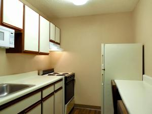 Deluxe Studio with Two Double Beds - Non-Smoking