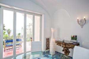 Villa Silia, Apartmanok  Capri - big - 37