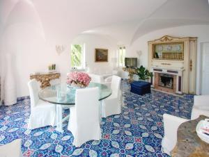 Villa Silia, Apartmanok  Capri - big - 39
