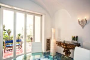 Villa Silia, Apartmanok  Capri - big - 44
