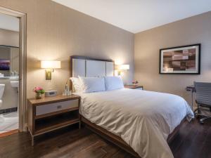 Petite Double Room