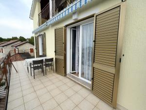 Apartments Gudelj, Appartamenti  Malinska - big - 8