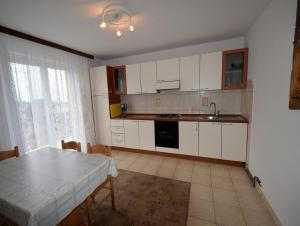 Apartments Gudelj, Apartmány  Malinska - big - 20