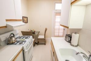 Deluxe King Studio with Fireplace and Kitchen - 116C