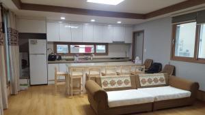 D2 House, Holiday homes  Jeju - big - 4