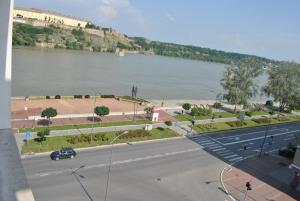 Top place river side apartment -great view 55m2, Апартаменты  Нови-Сад - big - 4