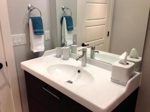 Nature's Door Guest Suite, Отели типа «постель и завтрак»  Port Moody - big - 5