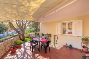 Leona & Borna's Central Lapad Suites, Apartments  Dubrovnik - big - 38