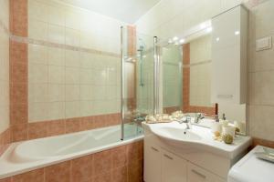 Leona & Borna's Central Lapad Suites, Apartments  Dubrovnik - big - 55