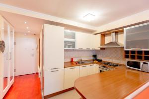 Leona & Borna's Central Lapad Suites, Apartments  Dubrovnik - big - 33