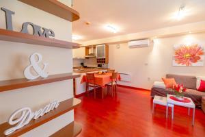 Leona & Borna's Central Lapad Suites, Apartments  Dubrovnik - big - 28