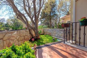 Leona & Borna's Central Lapad Suites, Apartments  Dubrovnik - big - 26