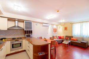 Leona & Borna's Central Lapad Suites, Apartments  Dubrovnik - big - 24