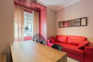 Three-Bedroom Apartment - Plaza Espanya