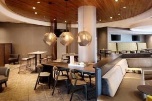 SpringHill Suites Indianapolis Downtown, Hotels  Indianapolis - big - 20