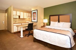 Studio with 1 Queen Bed - Hearing Accessible - Non-Smoking