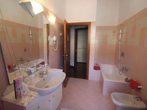 Locazione turistica Via Vai, Holiday homes  Spinone Al Lago - big - 3