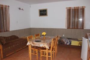 Apartmany u Janka Vinné Jazero, Penziony  Vinné - big - 23