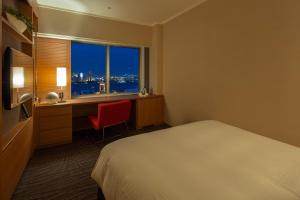 Standard Double Room with Desk and Harbour View - Non-Smoking