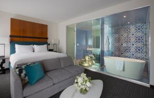 Andaz Sweet Suite