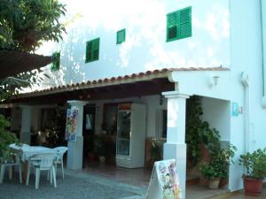 Pensión Las Tres Golondrinas, Vendégházak  Es Figueral Beach - big - 30