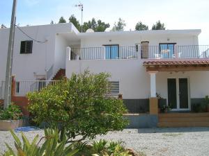 Pensión Las Tres Golondrinas, Vendégházak  Es Figueral Beach - big - 1