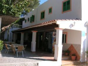 Pensión Las Tres Golondrinas, Vendégházak  Es Figueral Beach - big - 23