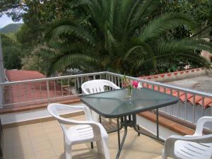 Pensión Las Tres Golondrinas, Vendégházak  Es Figueral Beach - big - 14