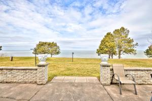 Niagara Lakeview Home, Holiday homes  Port Dalhousie - big - 21