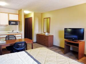 Studio with Two Double Beds - Non-Smoking