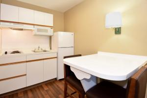 Extended Stay America - Tampa - North Airport, Aparthotely  Tampa - big - 18