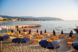 Hotel Golfo E Palme, Hotel  Diano Marina - big - 37