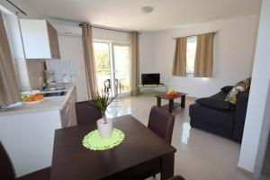 Apartments Mario, Ferienwohnungen  Malinska - big - 28