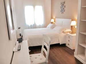 Hotel Carbonell, Hotely  Llança - big - 36