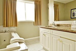 Suite with Two Queen Bed and Jetted Tub- Non-Smoking