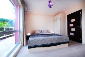 Sintria Court Premium, Art-Maisonettes & Panoramic Roof, Ferienwohnungen  Balchik - big - 11