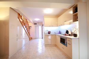 Sintria Court Premium, Art-Maisonettes & Panoramic Roof, Ferienwohnungen  Balchik - big - 21