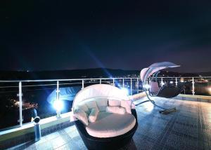 Sintria Court Premium, Art-Maisonettes & Panoramic Roof, Ferienwohnungen  Balchik - big - 64
