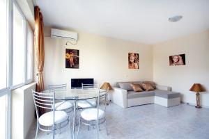 Sintria Court Premium, Art-Maisonettes & Panoramic Roof, Ferienwohnungen  Balchik - big - 9