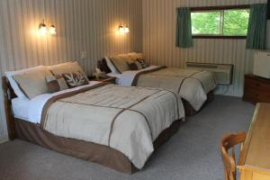 Motel Room with Two Double Beds - Ground Floor