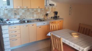 Apartments Lovrić, Appartamenti  Posedarje - big - 9