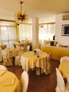 Hotel Fucsia, Szállodák  Riccione - big - 43