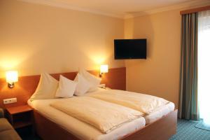 Hotel-Pension Falkensteiner, Hotels  Sankt Gilgen - big - 47