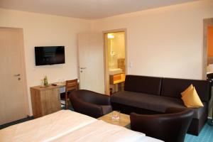 Hotel-Pension Falkensteiner, Hotels  Sankt Gilgen - big - 56