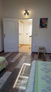 Apartment Near The Beach, Апартаменты  Ичичи - big - 29