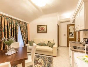 Apartments & Rooms Villa Hasi