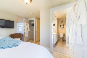 King Room with Ensuite Bathroom