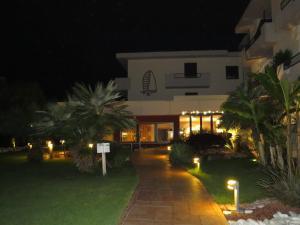 Hotel Villa Claudia, Szállodák  Nago-Torbole - big - 32