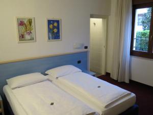 Hotel Villa Claudia, Szállodák  Nago-Torbole - big - 10