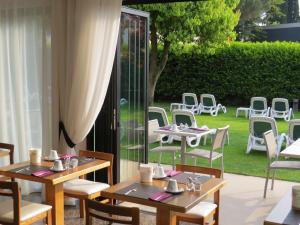 Hotel Villa Claudia, Hotels  Nago-Torbole - big - 33